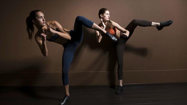 Занятие в группе йога для беременных